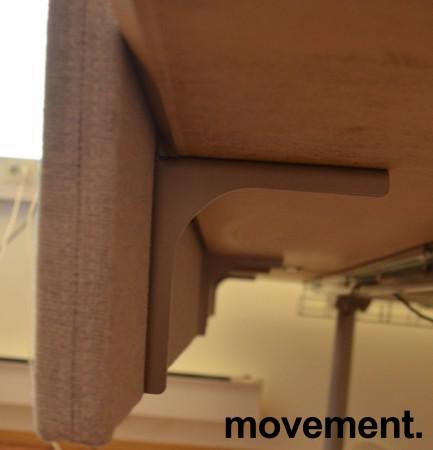 Bordskillevegg fra Edsbyn i lyst grått stoff, 120x65cm, pent brukt bilde 3