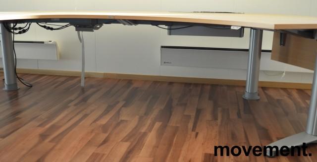 Kinnarps elektrisk hevsenk hjørneløsning skrivebord i bøk, U-løsning, 290x220cm, sving på venstre side, T-serie, pent brukt bilde 3