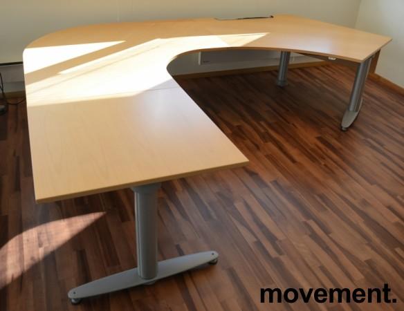 Kinnarps elektrisk hevsenk hjørneløsning skrivebord i bøk, U-løsning, 290x220cm, sving på venstre side, T-serie, pent brukt bilde 2