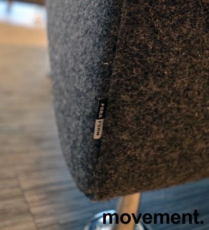 Sittebenk / sofa for kantine e.l i mørk grå ullfilt fra ForaForm, 1-seter, bredde 60cm, pent brukt bilde 3