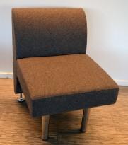 Sittebenk / sofa for kantine e.l i mørk grå ullfilt fra ForaForm, 1-seter, bredde 60cm, pent brukt