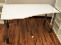 Kinnarps E-serie skrivebord i hvitt, 150x80cm, dybde 60cm på høyre side, pent brukt