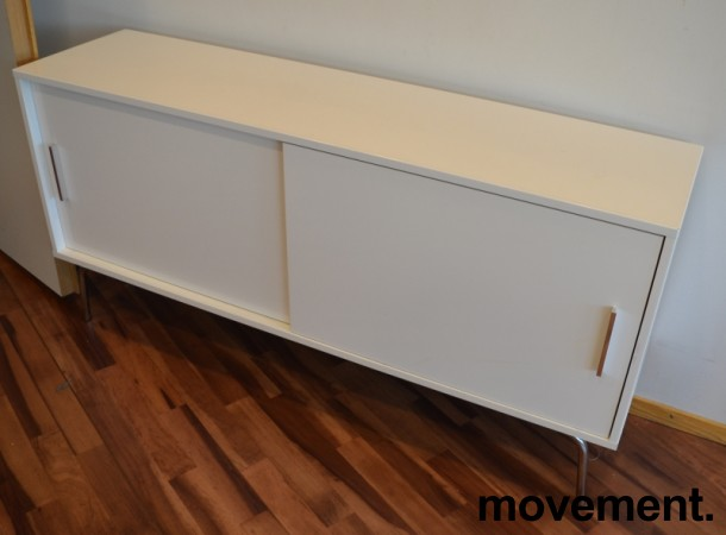 Skjenk i hvit høyglans / krom fra IKEA, bredde 150cm, høyde 73cm, pent brukt bilde 1