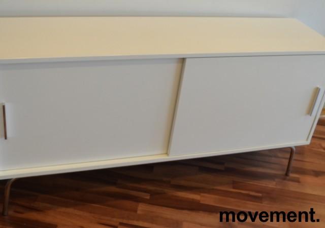 Skjenk i hvit høyglans / krom fra IKEA, bredde 150cm, høyde 73cm, pent brukt bilde 2