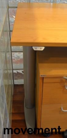 Kinnarps skrivebord med elektrisk hevsenk i eik, 260x60cm, pent brukt bilde 3