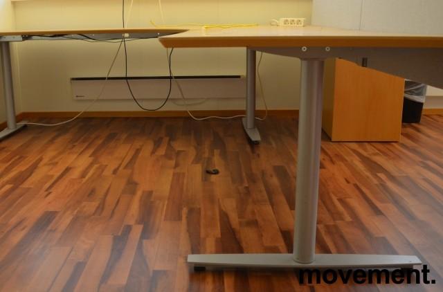 Edsbyn elektrisk hevsenk hjørneløsning skrivebord i bøk, 220x280cm, sving på høyre side, pent brukt bilde 2