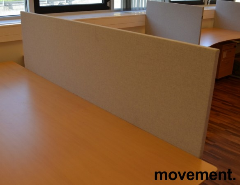 Bordskillevegg fra Edsbyn i lyst grått stoff, 180x65cm, pent brukt bilde 1