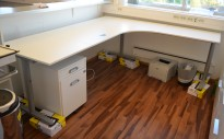 IKEA Galant hjørneløsing / hjørneskrivebord i hvitt, 220x200cm, høyreløsning, pent brukt