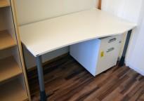 Kinnarps E-serie skrivebord i hvitt, 150x80cm, dybde 60cm på venstre side, pent brukt