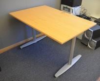Kinnarps T-serie skrivebord i bøk finer, 120x80cm, pent brukt
