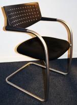 Konferansestol/besøksstol: Vitra Visavis by A. Citterio, i sort mikrofiber, satinert ramme, pent brukt