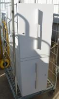 Tårnskap 2sidig / towerskap fra Ragnars i lys grå, 2 høyders, åpning mot begge sider, 39B 88D 119,5H, pent brukt