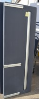 Bordskillevegg fra Götessons i mørkt grått stoff, 180x65cm, pent brukt
