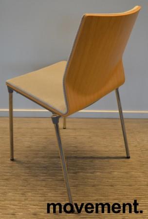 Konferansestol fra ForaForm, modell Next i lys blågrått stoff / eik rygg, krom understell, pent brukt bilde 2