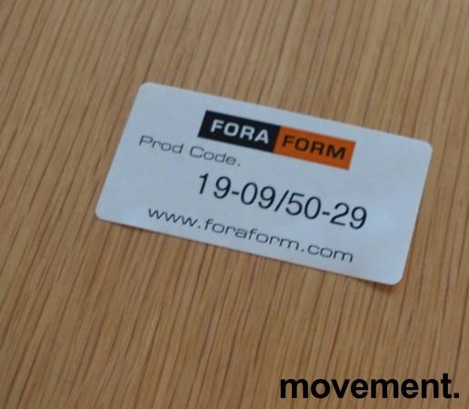 Konferansestol fra ForaForm, modell Next i lys blågrått stoff / eik rygg, krom understell, pent brukt bilde 3