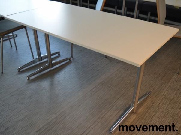 Kompakt møtebord / kantinebord / skrivebord i hvitt / krom, 140x75cm, passer 4 personer, pent brukt bilde 1