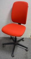 Konferansestol / kontorstol i rødt stoff fra Savo, modell Eos, pent brukt