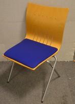 Fora Form X-press, møteromsstol / konferansestol i bøk / grå med blått stoffsete, pent brukt