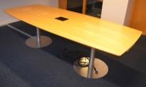 Møtebord / konferansebord i bjerk, 257x110cm, passer 8-10 personer, brukt med noe merker i bordplate