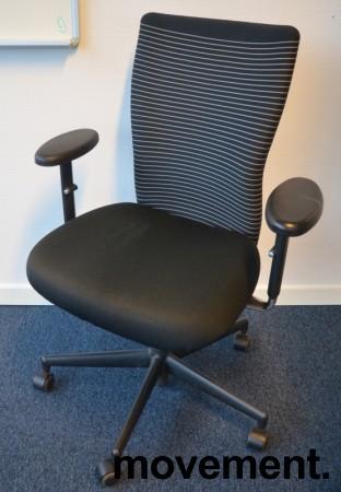 Vitra kontorstol med sete i sort / rygg i stripete stoff, pent brukt bilde 1