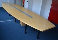 Stort møtebord / konferansebord i bjerk, 540x150cm, passer 18-20 personer, pent brukt