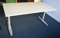 Kinnarps T-serie skrivebord i lys grå, 160x80cm, pent brukt
