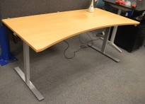 Dencon skrivebord med elektrisk hevsenk i bøk, 180x90cm, mavebue, NY PLATE / pent brukt understell