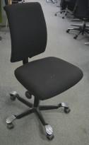 Kontorstol: Håg H05 5300 i sort, kryss i sort, uten armlener, pent brukt - KAMPANJE