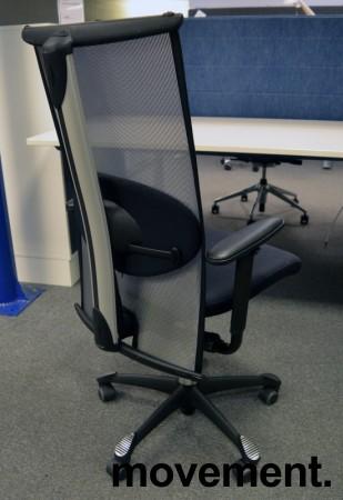 Håg H09, 9272 kontorstol / konferansestol i sort stoff / mesh-rygg, pent brukt med nytrukne armlener bilde 2