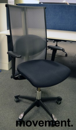 Håg H09, 9272 kontorstol / konferansestol i sort stoff / mesh-rygg, pent brukt med nytrukne armlener bilde 1