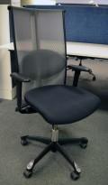 Håg H09, 9272 kontorstol / konferansestol i sort stoff / mesh-rygg, pent brukt med nytrukne armlener