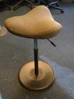 Ergonomisk kontorstol: Varier (Stokke) Move i brunt, pent brukt