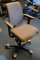 HÅG H05 5300 kontorstol i brungrått stoff, swingback, pent brukt