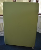 Lyddempende skillevegg i lyst grønt stoff, Abstracta Softline, 120x160cm, pent brukt