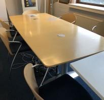 Møtebord / konferansebord i bjerk, 230x107cm, passer 6-8 personer, brukt med noe merker i bordplate
