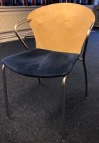 Konferansestol i bjerk med sete i mørk blå mikrofiber fra One Collection, modell: Bessi, pent brukt