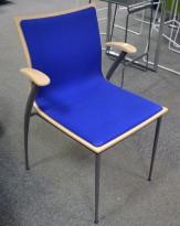 Konferansestol fra Skeie i bjerk / blått stoff, pent brukt
