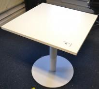 Loungebord / Kantinebord / Kafebord i hvitt, 80x80cm, 73cm høyde, pent brukt