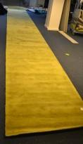 Gulvteppe / løper i grønt, 750x120cm, modell  Mix fra Almedahls, 50% ull / 50% Viskose, pent brukt