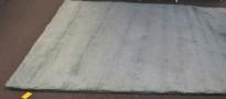 Flossteppe i turkis fra Pure Carpet, Danmark, Modell Aebelo 25mm floss, 270x270cm, pent brukt