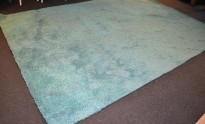 Flossteppe i turkis fra Pure Carpet, Danmark, Modell Aebelo 25mm floss, 370x270cm, pent brukt
