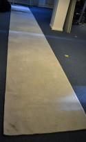 Gulvteppe / løper i lys grå, 750x120cm, modell  Mix fra Almedahls, 50% ull / 50% Viskose, pent brukt