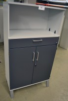 Kinnarps E-serie ringpermreol med dører, lys grå med dører i mørk grå, 3 permhøyder + skuff, 148cm høyde, pent brukt