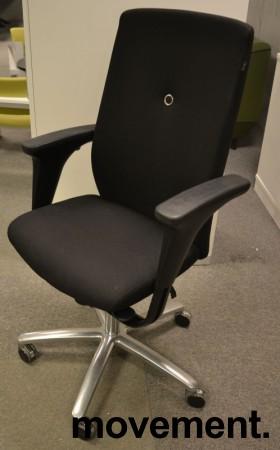 Kontorstol: Savo XO i sort stoff med armlene, kryss i polert aluminium, pent brukt bilde 1