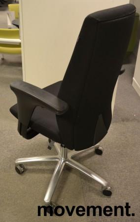 Kontorstol: Savo XO i sort stoff med armlene, kryss i polert aluminium, pent brukt bilde 2