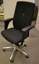 Kontorstol: Savo XO i sort stoff med armlene, kryss i polert aluminium, pent brukt