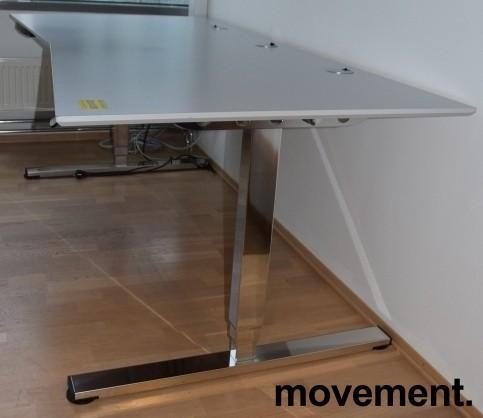 Stort, elektrisk hevsenk skrivebord fra Martela i gråbeige laminat / krom understell, 210x100cm, pent brukt bilde 3