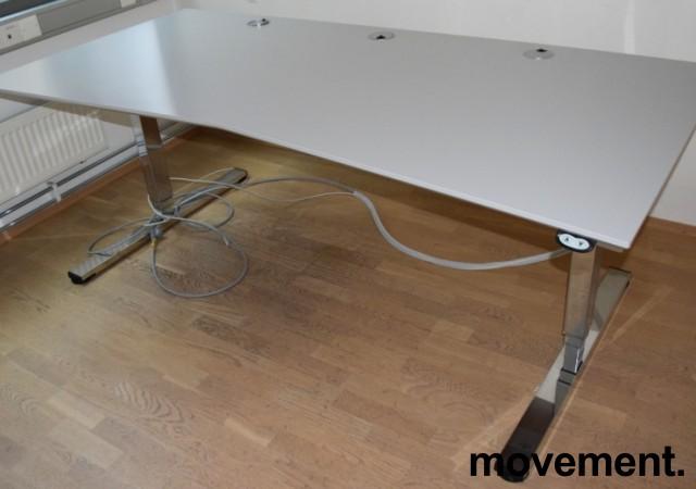 Stort, elektrisk hevsenk skrivebord fra Martela i gråbeige laminat / krom understell, 210x100cm, pent brukt bilde 1