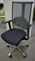 Håg H09, 9272 kontorstol / konferansestol i sort stoff / mesh-rygg, pent brukt