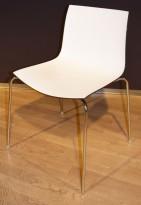 Arper Catifa 46, stablebar design-stol i plast/krom, Hvitt sete / mørk brun rygg, pent brukt